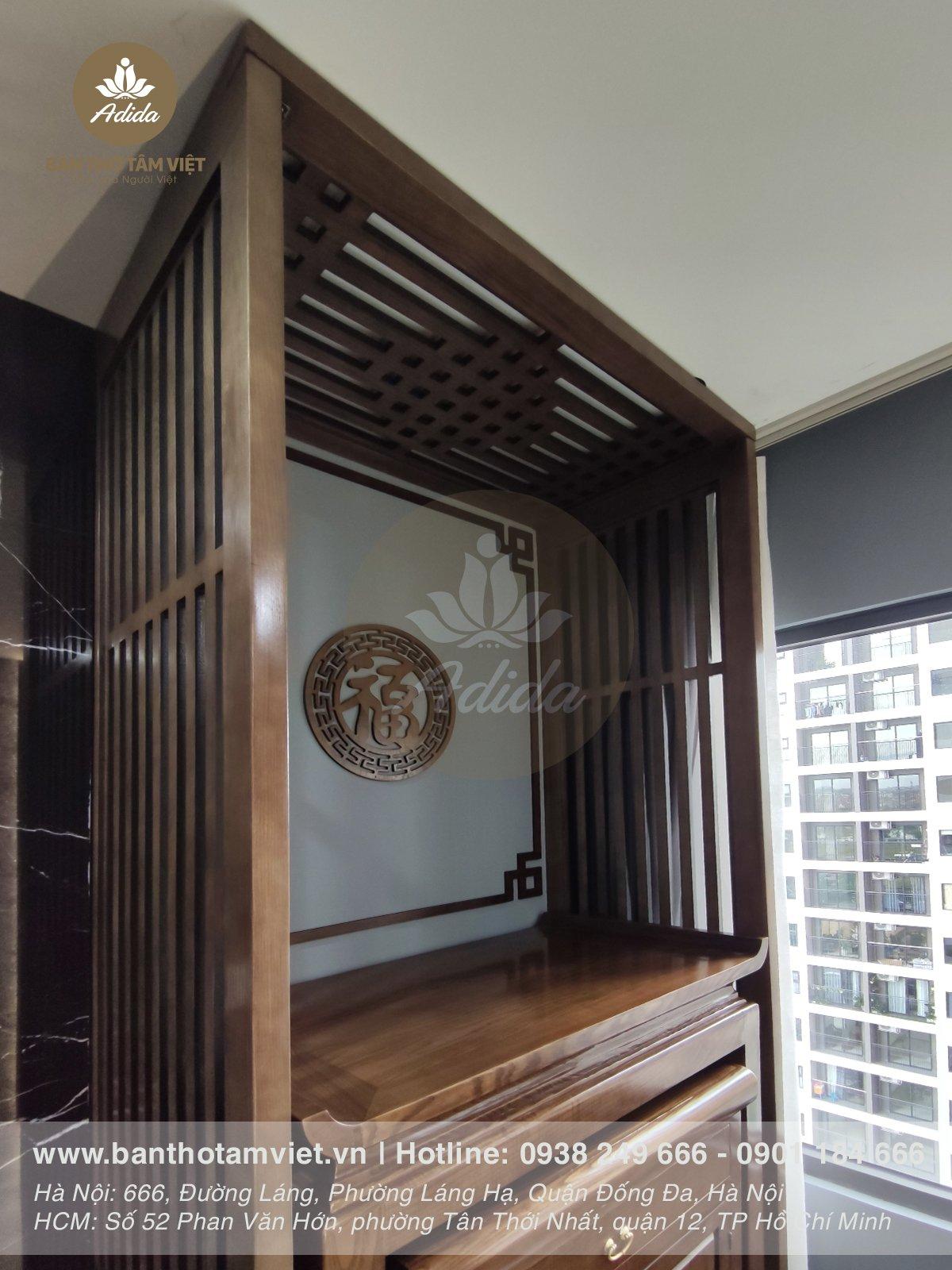 Mẫu bàn thờ đứng chung cư gỗ sồi hiện đại